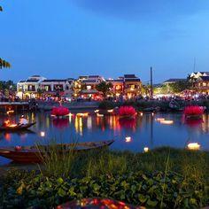 La noche legendaria de Hoi An la ciudad más bonita de Vietnam.  Hola! Soy Gracia de @viajarcongrace y esta semana llevaré la cuenta de instagram de la Comunidad Viajera. Cada día  viajaremos a un país diferente a través de las fotos que vaya subiendo y también aprovecharé el repost de fotos relacionadas con ese país que lleve el hastag #comuviajera así podremos ver un poquito más de él.  Hoy viajaremos por el exótico país de #Vietnam.  #hoian #travel #backpacker #travelbloggers #travelgram…