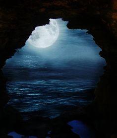 Moon & Sea, what a beautiful combination Moon Moon, Moon Sea, Full Moon, Moon River, Beautiful Moon, Beautiful World, Beautiful Places, Beautiful Pictures, Beautiful Scenery