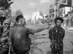 La guerra real. 60 imágenes de más de 25 fotógrafos que cubrieron la guerra de Vietnam en los años 1960 y 1970 para la oficina de Saigón de la Associated Press.