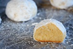 Almond Snowball Cookies - Easy to make, melt in your mouth, almond flavoured snowball cookies. Perfect for Christmas!