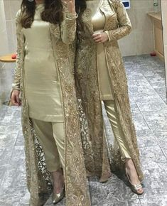 Party Wear Indian Dresses, Pakistani Fashion Party Wear, Designer Party Wear Dresses, Pakistani Formal Dresses, Pakistani Wedding Outfits, Pakistani Dress Design, Indian Outfits, Stylish Dress Designs, Stylish Dresses