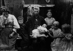 El mayor temor de las familias pobres era acabar en una Workhouse, donde cientos de sin hogar y familias sin recursos eran  forzados a vivir. Si tu familia acababa en una  tenías que vestir un uniforme y cortarte el pelo al ras; solía suceder cuando el padre enfermaba y no era capaz de trabajar. Muchos niños  morían de enfermedades como la fiebre escarlata, polio y la tuberculosis. Se debía a beber agua contaminada en su gran mayoría, y en las inexistentes condiciones higiénicas.