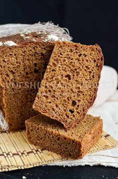 Если вам не все равно, какой хлеб есть, приготовьте заварной по нашему рецепту. Он, во-первых, отличается особым вкусом и «фактурой» теста. А во-вторых, хлеб больше чем наполовину ржаной, а значит, еще более полезный.