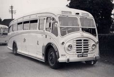 This 1947 advertisement for the Duple coachwork embodies the spirit of the British bus design: In good old England there was a homegrown streamline style - th… Diesel Punk, Road Transport, Public Transport, London Transport, Streamline Bus, Michael Carter, Automobile, Short Bus, Classic Chevy Trucks
