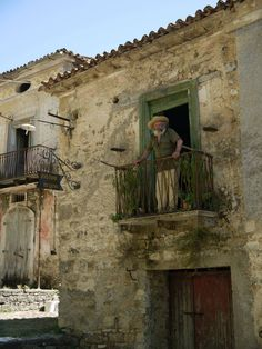 Abandoned towns in Southern Italy - Imgur