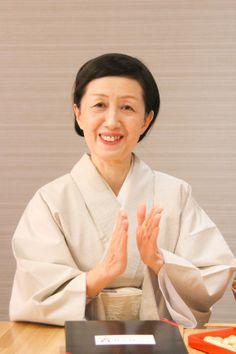 ゲスト◇鈴木道こ(Michiko Suzuki)大学卒業後出版社に勤務。現在、多国籍料理を創作・指導すると共にサプライズダイニング誌、ムック本等に執筆。また世界の情報が行きかう中、日本ならではの「箸」を通して和のこころを伝えて行くことに携わる。