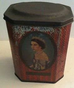 A vintage Rowntree of York tin commenarating the Coronation of Queen Elizabeth in A lovely collector's piece in condition commensurate with age. Lang Co, Small Tins, King George, Queen Elizabeth Ii, Vintage, Ebay, Souvenir, Primitive