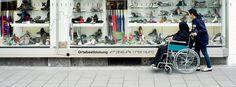 53/10 Trotz sitze machen wir diese Woche auf Stadt. Jetzt sind schon 10 spontane Fotos mit Text im Magazin. https://readymag.com/freiland/ortsbestimmung/4/  Text: Julia Warner und Bellycapelli Scharl Foto: Schreyer David Bildkunst Plattform: Readymag — hier: Garmisch-Partenkirchen.