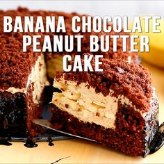 Banana Chocolate Peanut Butter Cake is an easy recipe for mouth-watering chocolate cake filled with layers of creamy peanut butter frosting and fresh bananas. This is the perfect cake for any celebration! Peanut Butter Cake Filling, Butter Frosting, Peanut Butter Banana, Chocolate Peanut Butter, Chocolate Cake Video, Chocolate Bundt Cake, Chocolate Filling, Chocolate Frosting, Apple Recipes