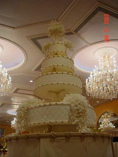 Weddings around the world: Kuwaiti wedding cakes. Weddings in Kuwait can be a lavish affair, and the wedding cake is an important centerpiece of the day. Those in the know choose one man to create their cake, Omar Addihaoui. Extreme Wedding Cakes, Unusual Wedding Cakes, Amazing Wedding Cakes, Elegant Wedding Cakes, Wedding Cake Designs, Amazing Cakes, Royal Wedding Cakes, Extreme Cakes, Royal Weddings