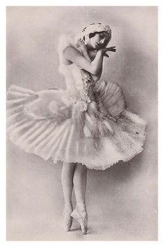 Anna Pavlova vintage ballet ballerina photo by ilyaballet Vintage Ballerina, Vintage Dance, Ballerina Dancing, Vintage Ladies, Dancing Girls, Anna Pavlova, Tutu Ballet, Ballet Dancers, Vintage Photographs