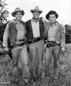 """Jeffrey Hunter, Fred MacMurray and Dean Stockwell between shots of """"Gun for a Coward"""" Hollywood Cinema, Vintage Hollywood, Hollywood Icons, Classic Hollywood, Cowboy Films, Jeffrey Hunter, Dean Stockwell, Logan And Jake, Hattie Mcdaniel"""