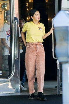Selena Gomez in Orange Acid Wash Wide Leg Jeans - Denimology 90s Fashion, Fashion Outfits, Fashion Tips, Fashion Trends, Latest Fashion, Selena Gomez, 90s Inspired Outfits, Acid Wash Jeans, Fresh Outfits