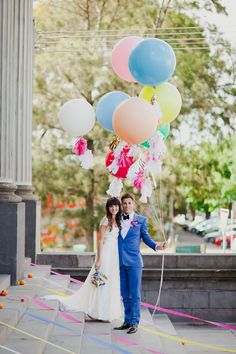 what a sweet idea - bride, groom & balloons! Big Balloons, Love Balloon, Wedding Balloons, Wedding Pics, Diy Wedding, Dream Wedding, Wedding Day, Yard Wedding, Quirky Wedding