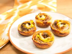 Quick and Easy Muffin Tin Cheesesteaks Recipe : Jeff Mauro : Food Network Appetizer Dips, Appetizer Recipes, Party Recipes, Lunch Recipes, Dinner Recipes, Seafood Nachos, Kitchen Recipes, Cooking Recipes, Pizza Recipes