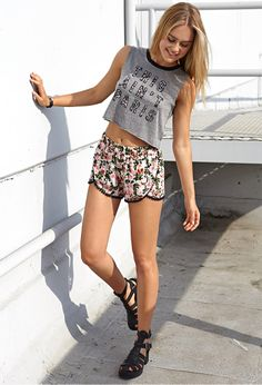 Festive Floral Dolphin Shorts | FOREVER21 Getting ready for spring with #FemmeFloral shorts! #F21Spring