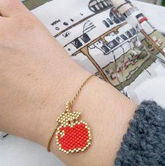 Elma bileklik❣#twinsart#twinssart #miyukibeads #fruit #apple #elma #broş #broche #bileklik #bracelet #necklace #ankara #istanbul #bestoftheday #like4like #picoftheday #elemeği #handmade #kisiyeozel #especial #perlesandco #tagsforlikes #twinsatölye #miyukibracelet