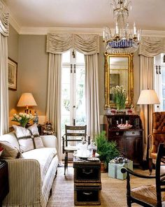 I have always loved Atlanta interior designer Jacquelynne aka Jackye Lanham's style. I love her use of fine antiques mixed with casual fabr. Formal Living Rooms, Living Room Decor, Living Spaces, Bedroom Decor, Beautiful Living Rooms, Beautiful Interiors, Charleston Style, Design Salon, Decoration Design