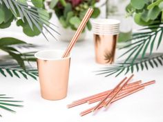 Your guests will enjoy sipping cocktails from these gorgeous shiny metallic rose gold party cups! DESCRIPTION: -Paper cups, rose gold, hold up to 220 ml oz).