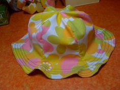 Reversible sunhat tutorial. This will be fantastic for this summer and 2 children who tend to lose hats.