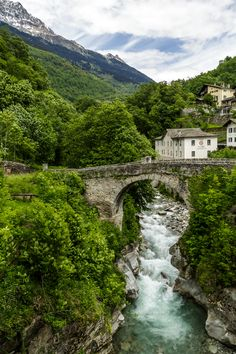 Das Bergell in Bildern - Promontogno Places To See, Places Ive Been, Beautiful World, Beautiful Places, France, Our World, Where To Go, Spain, Europe