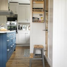 Inspiring Ideas to Make Your Kitchen Fit- Page 6 of 35 - Home & Garden interior and Design Club Inframe Kitchen, Kitchen World, Little Kitchen, Kitchen Ideas, Cornforth White Kitchen, Home Design, Interior S, Interior Decorating, Stiffkey Blue