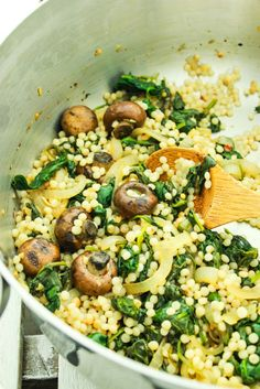 Quadruple recipe for week of lunches. ISRAELI COUSCOUS WITH SPINACH AND MUSHROOMS – This recipe for Israeli couscous puts dinner on the table in 25 minutes. It's mixed with a savory blend of sautéed garlic, mushrooms, and spinach. Side Dish Recipes, Pasta Recipes, Chicken Recipes, Cooking Recipes, Casserole Recipes, Tilapia Recipes, Dinner Recipes, Chicken Meals, Recipe Chicken