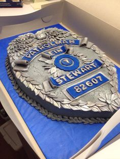 Police badge cake 2