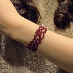 Making roses bloom with my tatting! #bracelet #roses #flower #burgundy #blooming #bloom #rose #rosevine #tatting #thread #lizbeth #beige #etsy #handmade #beads #tatted #chiacchierino #frivolite #frivolité #lace #swarovski #beige #태팅레이스 #タティングレース #タティング #shuttle #frywolitki #necklace
