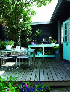 Terrasse table in aqua! Porches, Outside Living, Outdoor Living, Patio Design, Garden Design, Casa Patio, Outdoor Spaces, Outdoor Decor, Garden Spaces