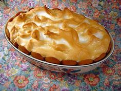 Old-Fashioned Banana Pudding Recipe - Genius Kitchen This just makes me a kid again. Cookies, bananas and pudding all in one spot was always almost too good to be true. This is a food group unto itself! Banana Pudding From Scratch, Old Fashioned Banana Pudding, Southern Banana Pudding, Banana Pudding Recipes, Pudding Pies, Baked Banana Pudding, Bread Puddings, Pudding Cake, Just Desserts