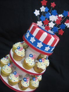 usa-american-cupcakes-red-white-blue-cupcakes-blue-sprinkles-with-buttercream-frosting.jpg 480×640 pixels