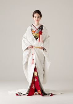 She looks Fab! Traditional Japanese Kimono, Traditional Fashion, Traditional Dresses, Japanese Geisha, Traditioneller Kimono, Kimono Japan, Kimono Design, Japanese Costume, Japanese Outfits