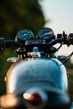 Stunning custom CB750 Cb750 Cafe Racer, Cafe Racer Motorcycle, Motorcycle Outfit, Honda Cb750, Yamaha, Vintage Classics, Vintage Motorcycles, Bobber, Harley Davidson