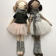 These besties are style'n their Tees & tutus. New to the Small Lola doll range - coco skin Lola can't wait to meet you! Lola wishes you a Happy Harmony Day! Doll Crafts, Diy Doll, Doll Clothes Patterns, Doll Patterns, Fabric Doll Pattern, Doll Toys, Baby Dolls, Doll Style, Fabric Toys