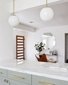 I am looking to @sarahshermansamuel for kitchen inspiration for my new place I'm moving into next year. I absolutely adore these pendant lights and wondered if anyone has seen any Australian stores/suppliers stocking something with a similar look. I love brass paired with the milk white glass - such a sophisticated timeless look. Photo & styling: @sarahshermansamuel