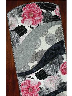 This table runner and place mat pattern is perfect for all those large-scale prints that have been giving you that come-hither look. Quick-to-stitch and super trendy, the finished project makes for a great gift for any special person in your life. Us...