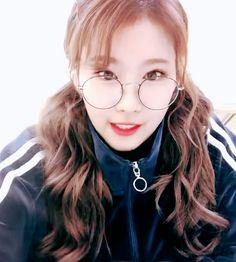 Kpop Girl Groups, Korean Girl Groups, Kpop Girls, Nayeon, Princesa Anastasia, Tzuyu And Sana, Twice Video, Sana Cute, Sana Minatozaki