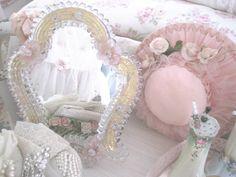 Venetian mirror via The Porcelain Rose