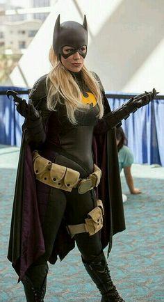Character: Batgirl (Stephanie Brown) / From: DC Comics 'Detective Comics' & 'Batgirl' / Cosplayer: Marisha Ray