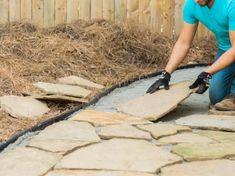 69 ideas how to lay a flagstone patio garden paths Diy Garden, Garden Paths, Shade Garden, Garden Projects, Flagstone Pathway, Stone Walkway, Stone Pathways, Patio Stone, Backyard Walkway