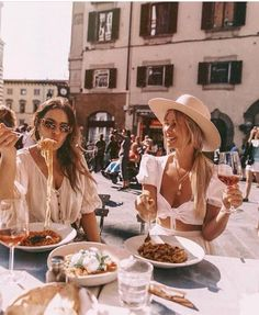 Ideas travel quotes with friends bff for 2019 Jenifer Aniston, Italy Outfits, Rome Outfits, City People, Summer Aesthetic, Best Friend Goals, Friend Pictures, Summer Outfits, Vacation