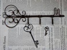 鍵型フック & アンティークキー の講習 : ☆ Aramoodo 雑記 ☆ Barbed Wire Art, Wire Crafts, Wire Jewelry, Jewellery, Diy Projects To Try, Metal Art, Bloom, Crafty, Craft
