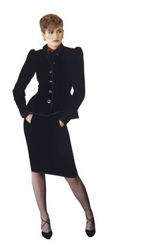 Model Gia Carangi standing with hands in pockets. She is wearing a black velvet peplum skirt suit, red and black jacquard silk blouse tied at the neck, all by Givenchy 1979 Photo Denis Piel 70s Fashion, Fashion Models, Vintage Fashion, Vintage Style, Most Beautiful Models, Beautiful People, Gia Carangi, Beach Blonde, Tie Blouse