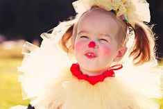 The world's most adorable clown costume EVER! Here is a step by step instructions on how to make this clown tutu costume. Tutu Costumes, Halloween Costumes, Costume Clown, Costume Ideas, Halloween Cupcakes Easy, Tutu Tutorial, Coffee Crafts, Party Themes, Party Ideas