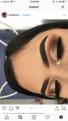 Here are the latest eye makeup looks which will steal your hearts.Eyeshadow is one of those makeup techniques that takes time, practice and patience to Prom Makeup Looks, Cute Makeup, Gorgeous Makeup, Pretty Makeup, Simple Prom Makeup, Flawless Makeup, Pretty Hair, Makeup Goals, Makeup Inspo