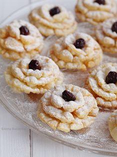 Wiem co jem: Róże karnawałowe Polish Desserts, Polish Food, Cannoli, Doughnuts, No Bake Cake, Truffles, Sweet Tooth, Muffins, Sweets