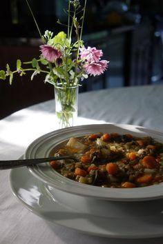 Ralu TeRa: Lebanese lentils and kale soup