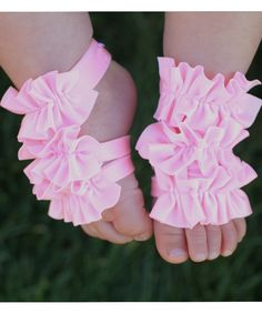 Toe Blooms... Oh my....If we just happen to conceive this time around and just happen to have another girl, Im going to be needing these for summer time pre-walking cuteness, Mom!