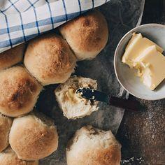 Cornbread, Camembert Cheese, Hamburger, Food Porn, Snacks, Baking, Ethnic Recipes, Grumpy Cat, Millet Bread